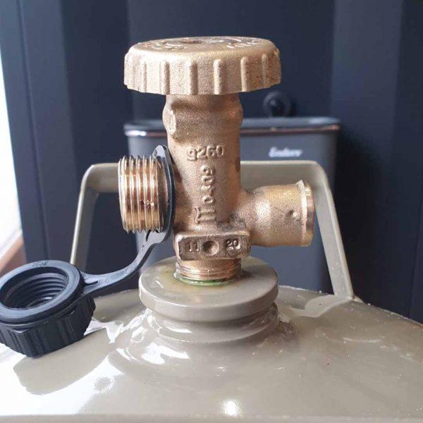 Газова бутилка с ъглов кран и резба, 5 кг